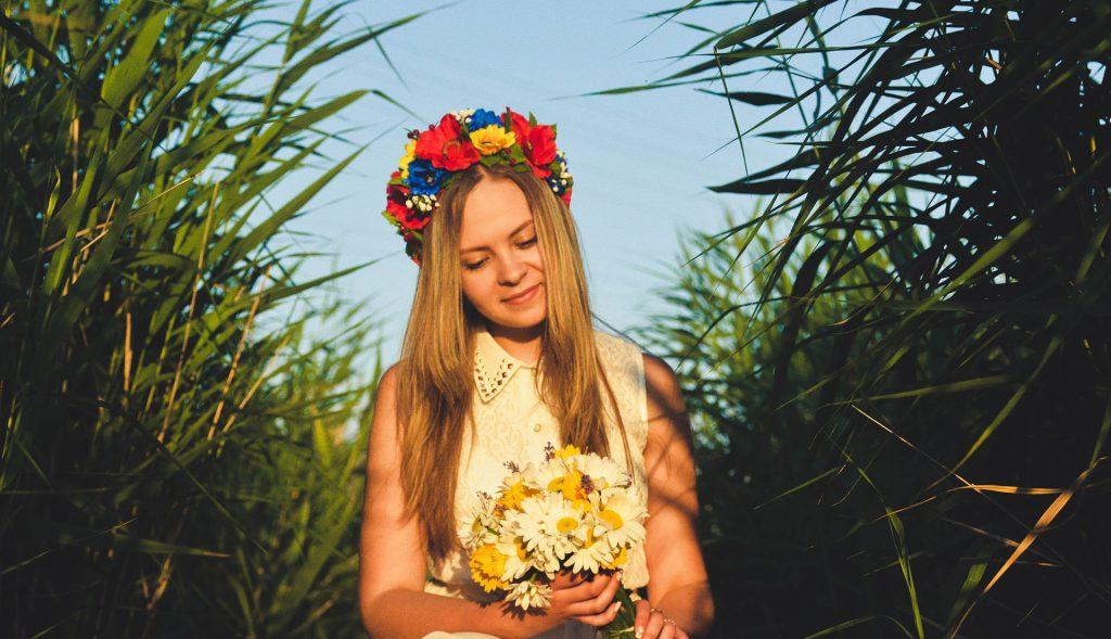 λουλούδια για καλοκαιρινά μαλλιά