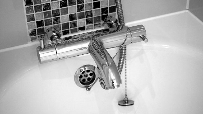Αλλαγή μπαταρίας μπάνιου