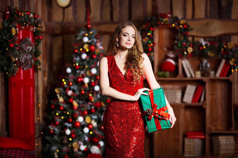 28062aaa70af Όσα χρειάζεσαι για μια λαμπερή εμφάνιση στο Χριστουγεννιάτικο ρεβεγιόν! •