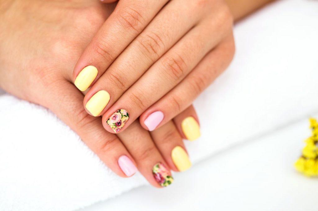 πασχαλινά νύχια