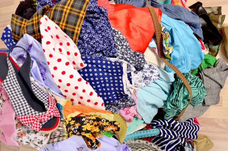 Καθαριστήριο ρούχων και χρώματα