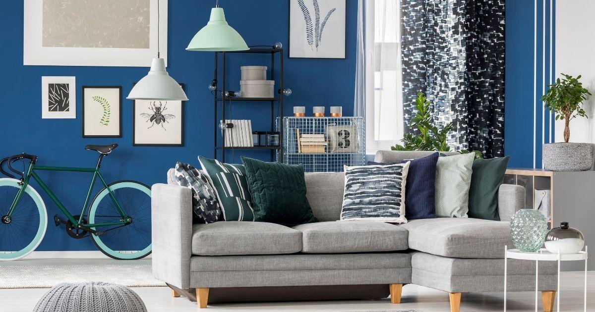 μπλε χρώμα στο σαλόνι