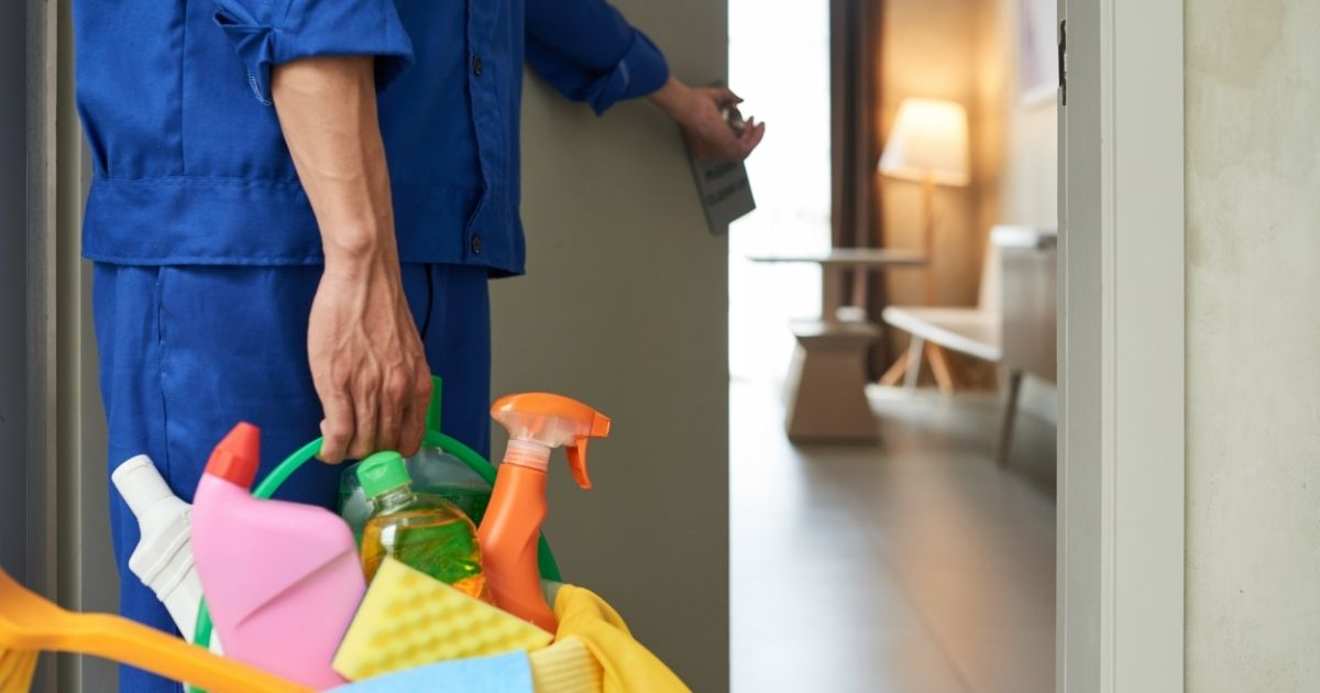 συνεργείο καθαρισμού στο σπίτι