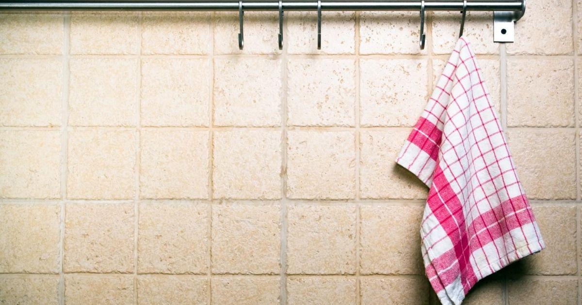 Τοποθέτηση ταπετσαρίας στην κουζίνα