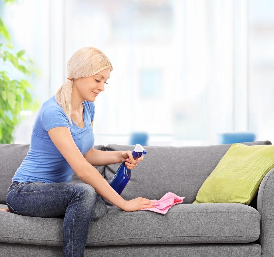 Καθαρισμός καναπέ: Χρήσιμα tips και συμβουλές