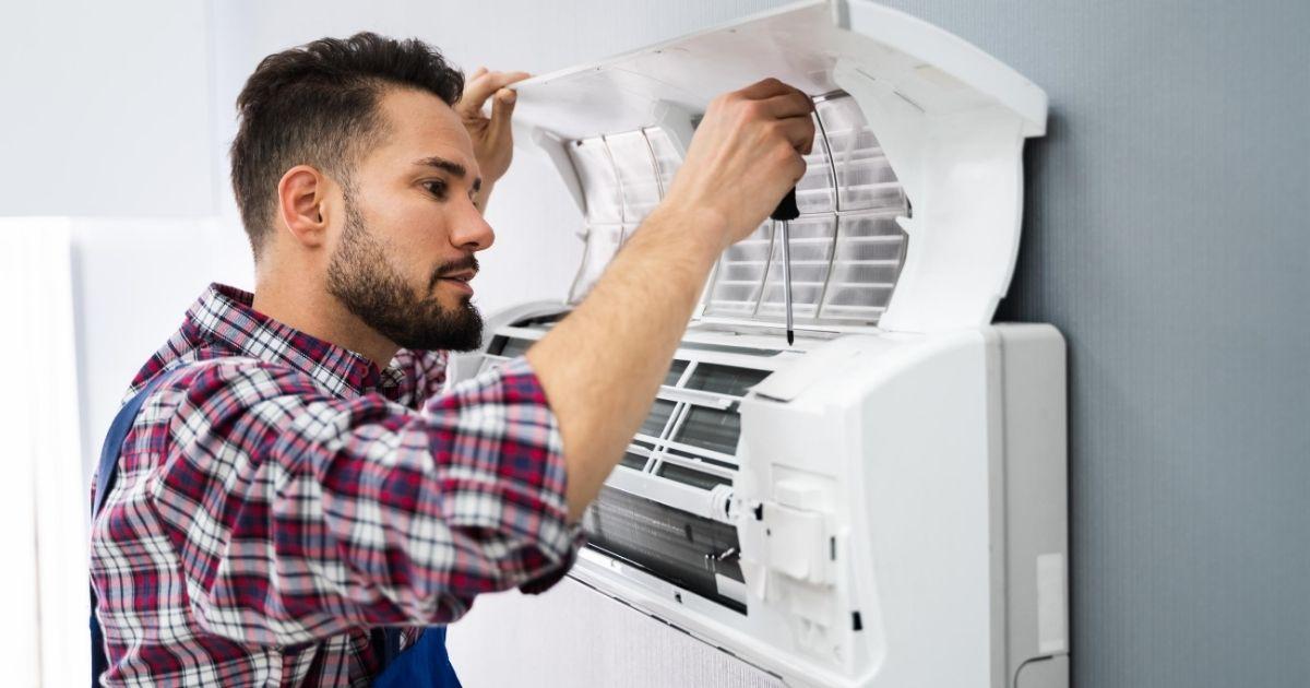Επισκευή κλιματιστικού από τεχνικό